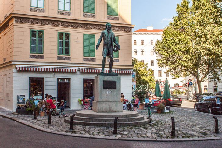 Nestroy Statue (c) STADTBEKANNT