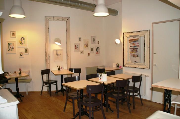 Naschsalon Cafe Tische (c) Neumann stadtbekannt.at