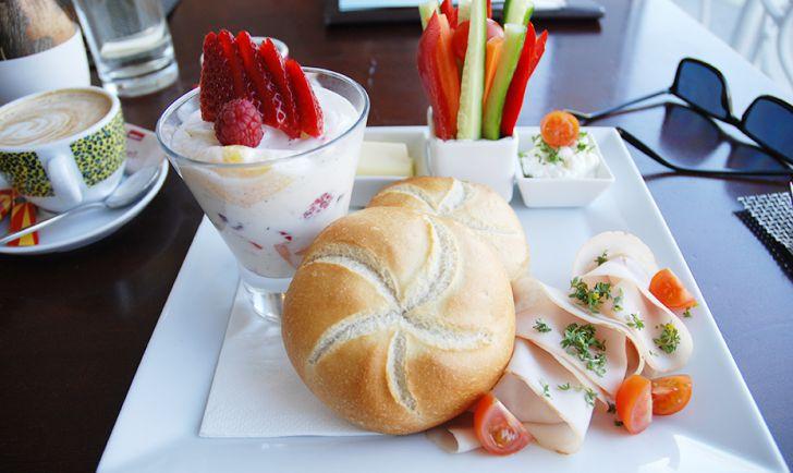 URANIA Cafe Bar Lounge Frühstück (c) STADTBEKANNT