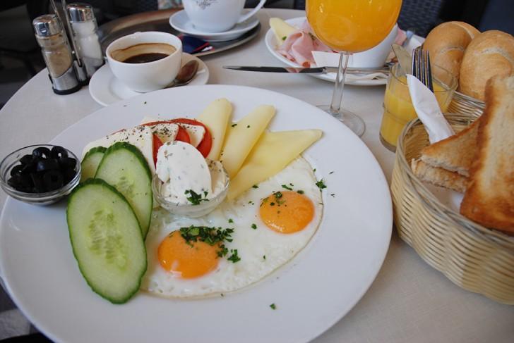 Cafe Votiv Frühstück vegetarisch (c) STADTBEKANNT Voggenberger