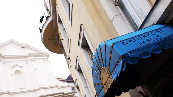 Regenbogen Reformhaus Dach Eingang  (c) CF stadtbekannt