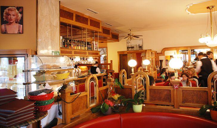 Cafe Maximilian Lokal Innen (c) STADTBEKANNT