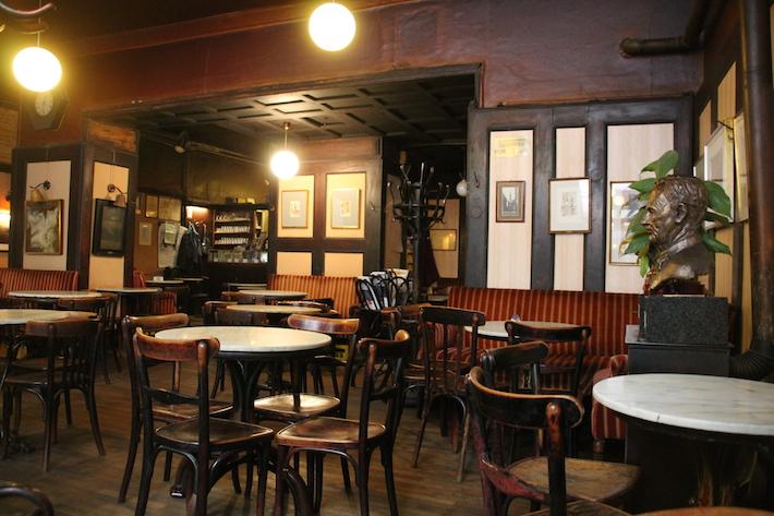 Café Hawelka Innen (c) Hofinger STADTBEKANNT