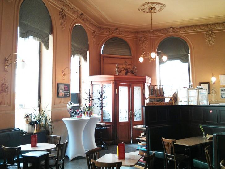 Cafe Ritter Tische (c) STADTBEKANNT