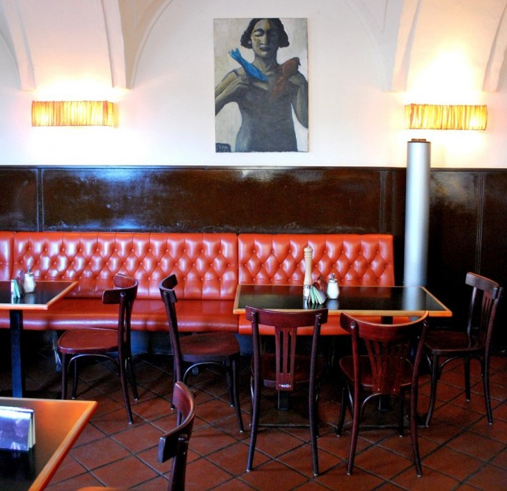 Tische Cafe Amacord (c) Mautner stadtbekannt.at