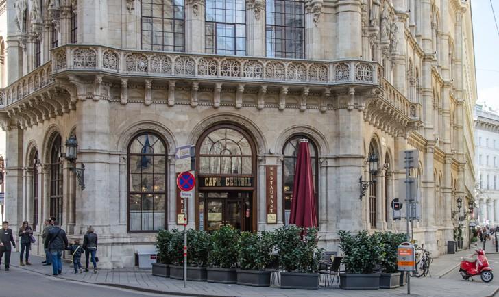Eingang Cafe Central (c) STADTBEKANNT