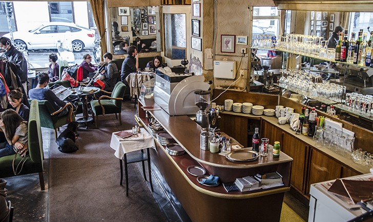 Cafe Jelinek Theke (c) STADTBEKANNT