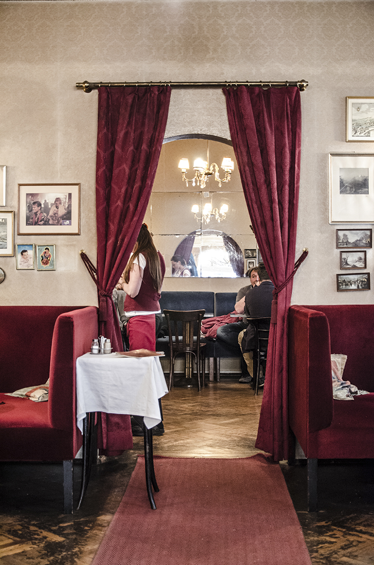Cafe Jelinek Vorhang (c) STADTBEKANNT