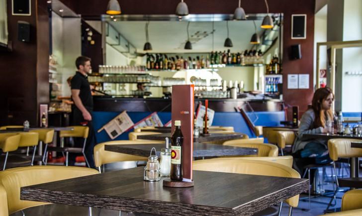 Café Stein Tisch (c) STADTBEKANNT