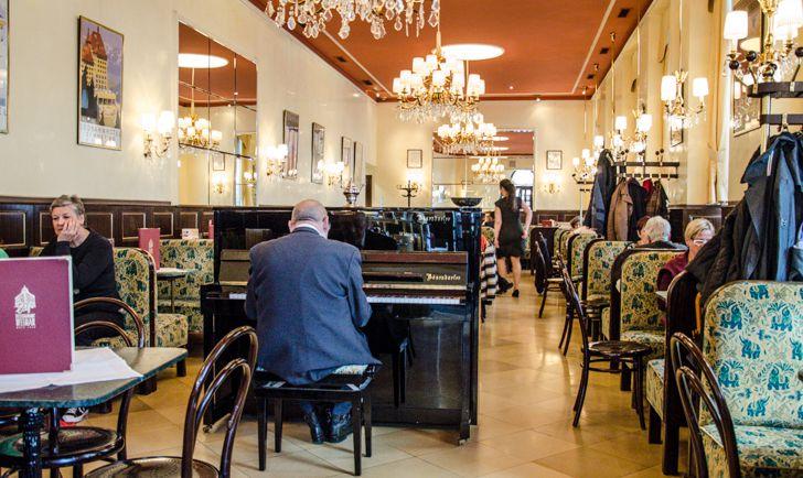 Cafe Weimar Pianist (c) STADTBEKANNT