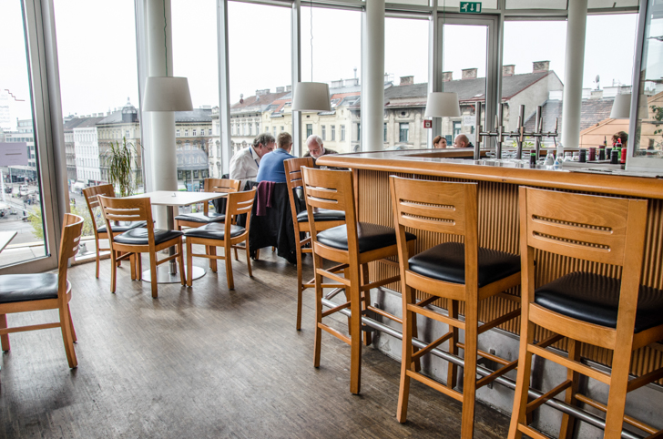 Cafe Restaurant OBEN Theke (c) STADTBEKANNT