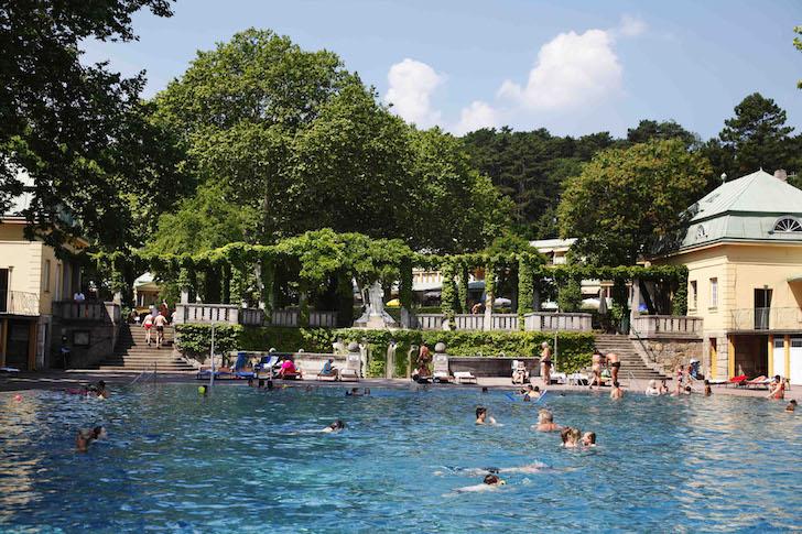 Schwimmbecken (c) Thermalbad Vöslau