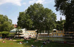 Liegewiese (c) Thermalbad Vöslau
