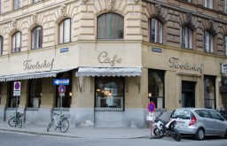Eingang Cafe Tirolerhof (c) STADTBEKANNT