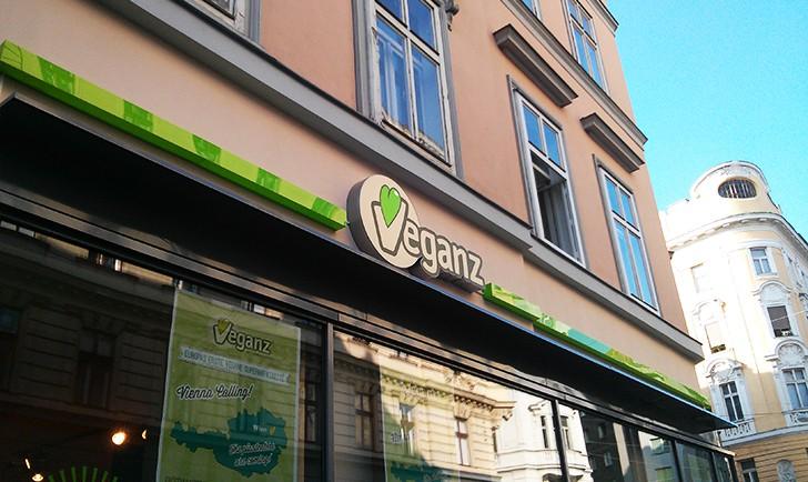 Veganz Schild (c) STADTBEKANNT