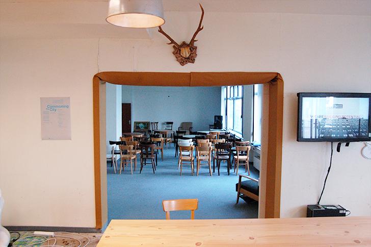 Foto: STADTBEKANNT Buchinger / Der Konferenz- und Hangoutraum bietet ausreichend Platz für allerlei Zusammenkünfte.