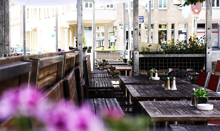 Salzberg Bar Restaurant Schanigarten (c) STADTBEKANNT