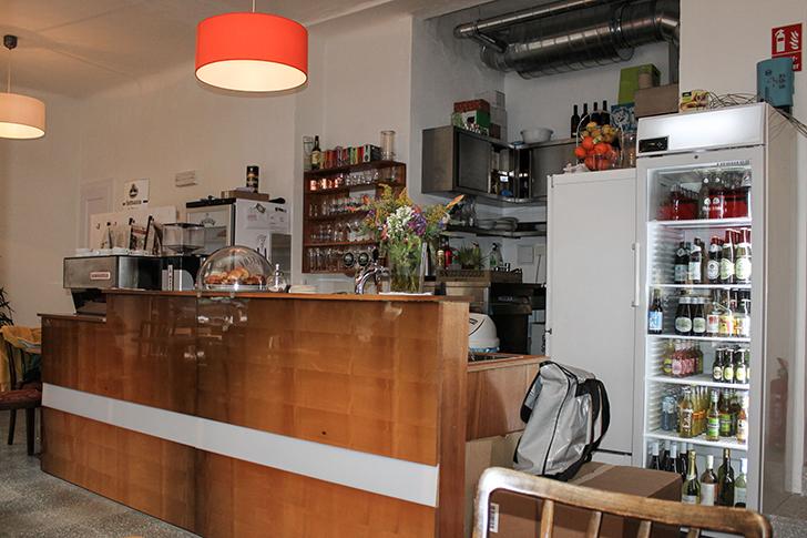 Cafe Nest Tresen (c) STADTBEKANNT Friedl