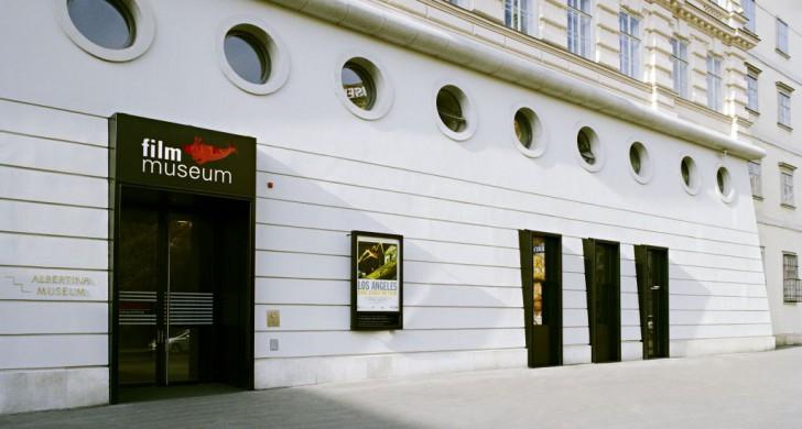 Eingang Filmmuseum (c) Österreichisches Filmmuseum