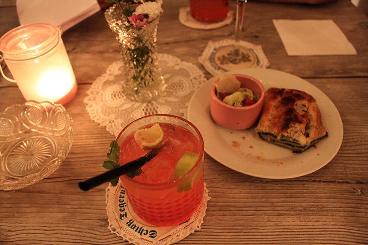 Cocktail Fräuleins Cafe (c) STADTBEKANNT Friedl