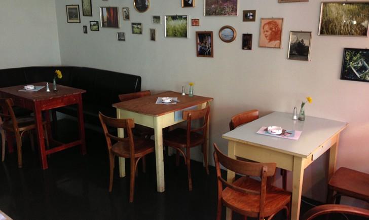 Tische Cafe Nelke (c) Voggenberger stadtbekannt