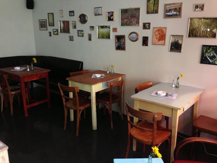 Cafe Nelke Tische (c) Voggenberger stadtbekannt