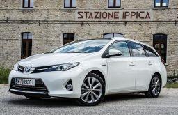 Toyota Auris Hybrid Kombi Front (c) STADTBEKANNT Adamek