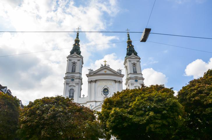 Josefstadt Kirchtürme Piaristenkirche (c) STADTBEKANNT