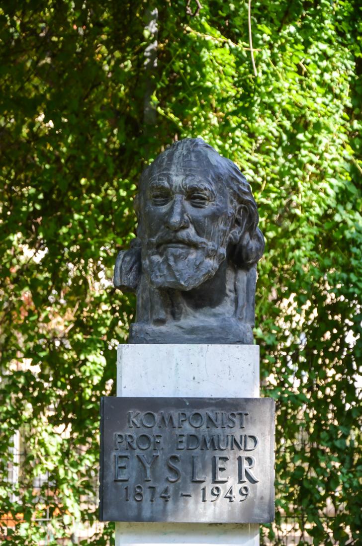 Josephstadt Eysler Statue Schönbornpark (c) STADTBEKANNT