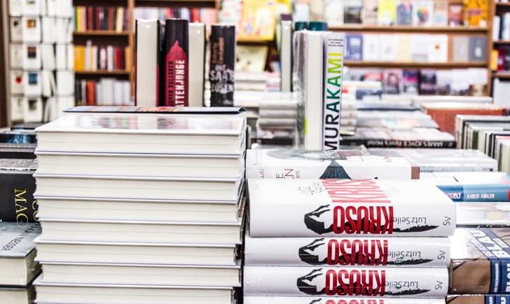 Buchhandlung Lerchenfeld Bücherstapel (c) STADTBEKANNT