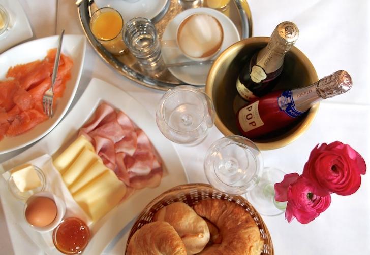 Cafe Oper Champagner Frühstück Lachs (c) MHofinger STADTBEKANNT