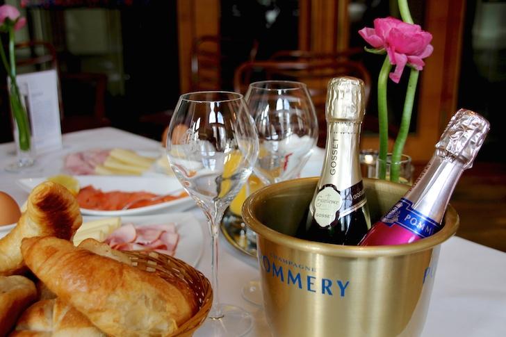 Cafe Oper Champagner Frühstück Sekt Pommery (c) MHofinger STADTBEKANNT