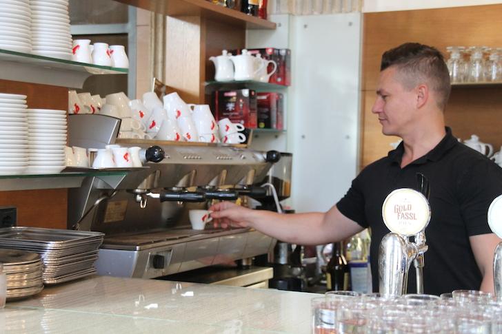 Cafe Oper Espresso Maschine Personal (c) MHofinger STADTBEKANNT