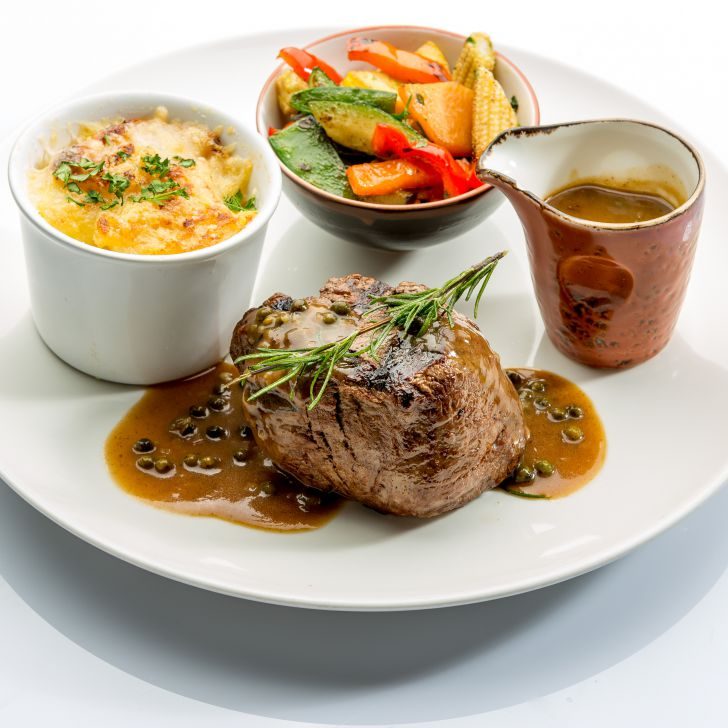 Waterfront Kitchen Filet Steak (c) Hilton Vienna Danube Waterfront
