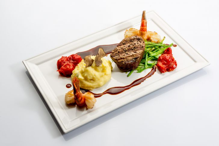 Waterfront Kitchen Surf Turf (c) Hilton Vienna Danube Waterfront