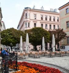 Piaristenkirche Maria Treu Gastgarten Jadok Fink Platz (c) STADTBEKANNT