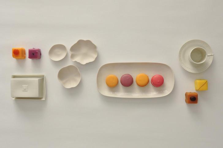 """Mokkaset und Butterdose von der Manufaktur Alix D. Reynis, Platte Empreinte und """"Set de Legumes"""" von Jars (c) Nick Waldhör, PLAIN"""
