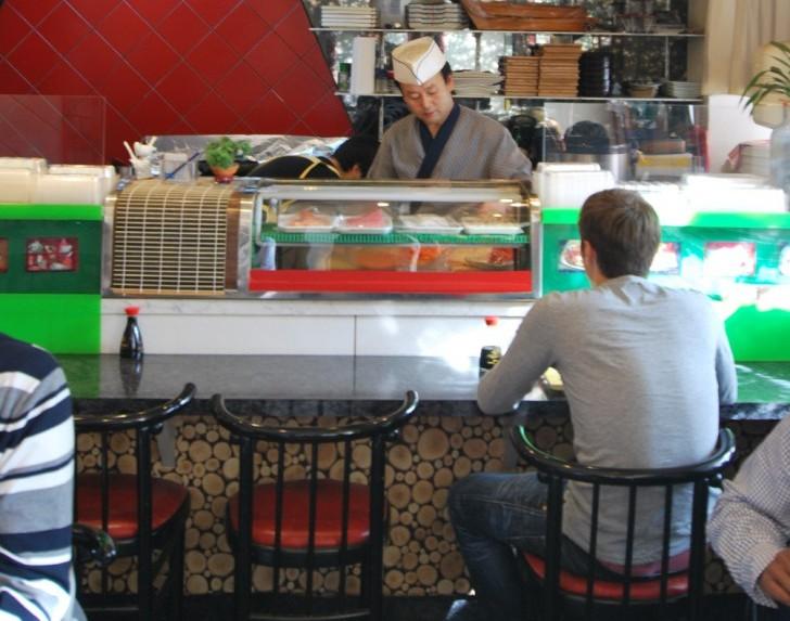 Suk Sushi Theke (c) Marlene Mautner stadtbekannt.at