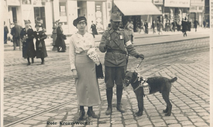Rote Kreuz Woche - vom 31. April – 6. Mai 1916 - Postkartenverlag - Bediene Dich selbst - (c) Wien Museum