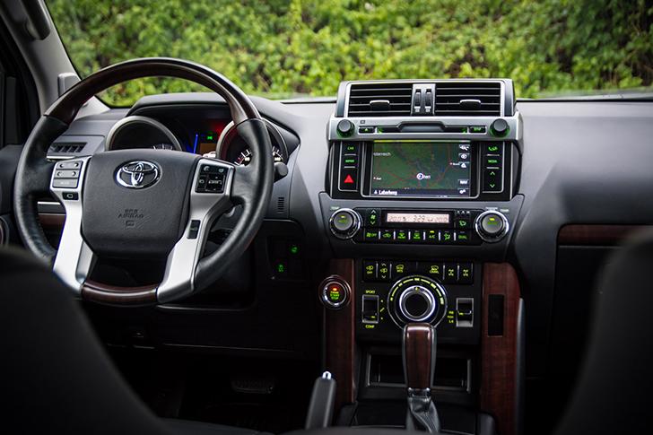 Toyota Land Cruiser 300 Amatur mit Touchdisplay