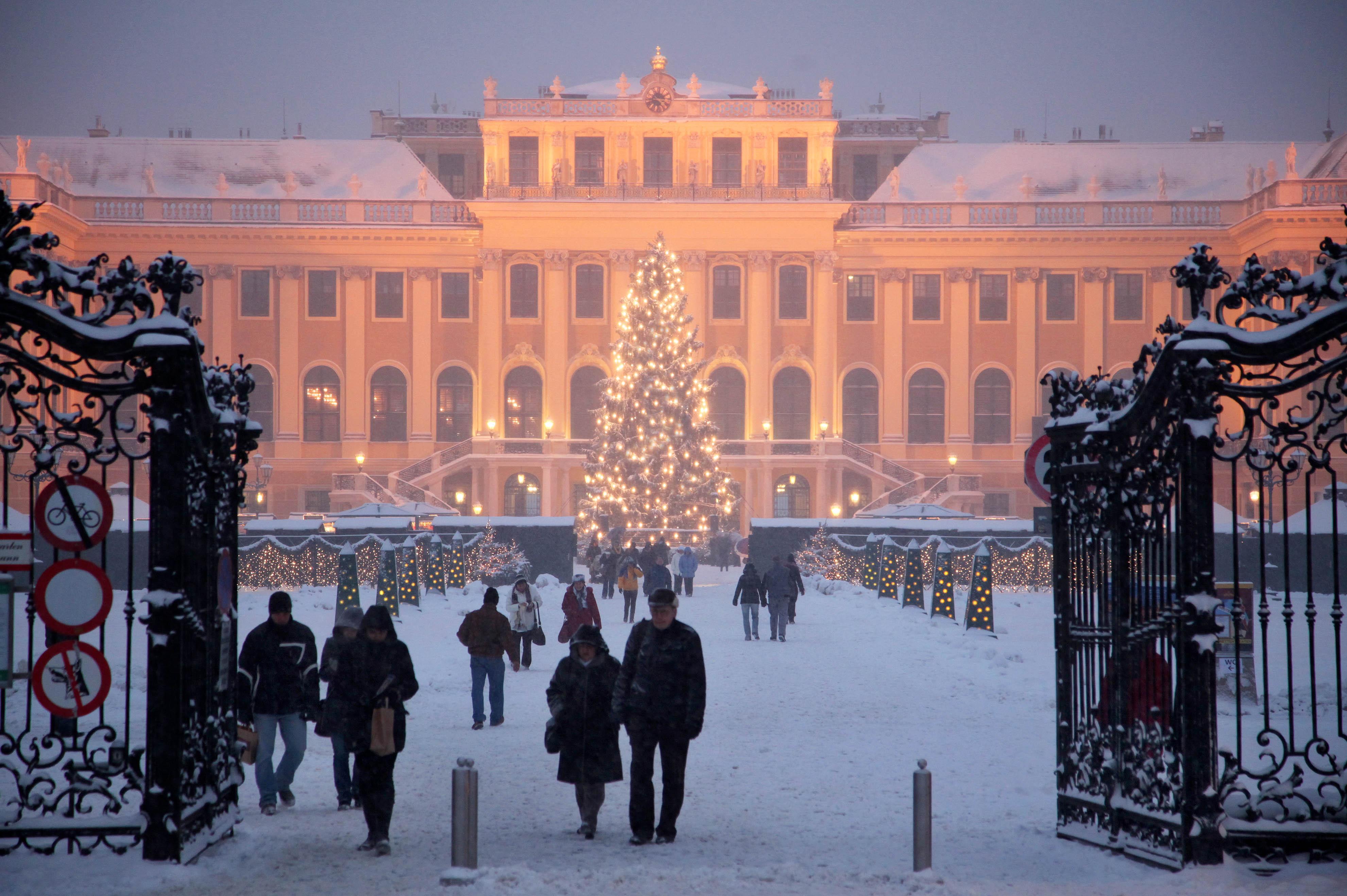 Schloß Schönbrunn Weihnachtsmarkt (c) Fally