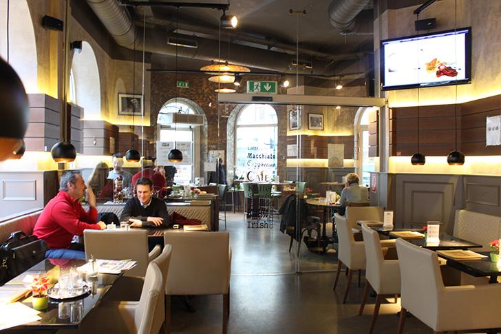 Café Haller Lokal Innen (c) STADTBEKANNT