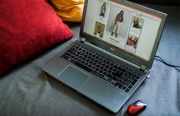 Laptop Couch Shopping (c) STADTBEKANNT
