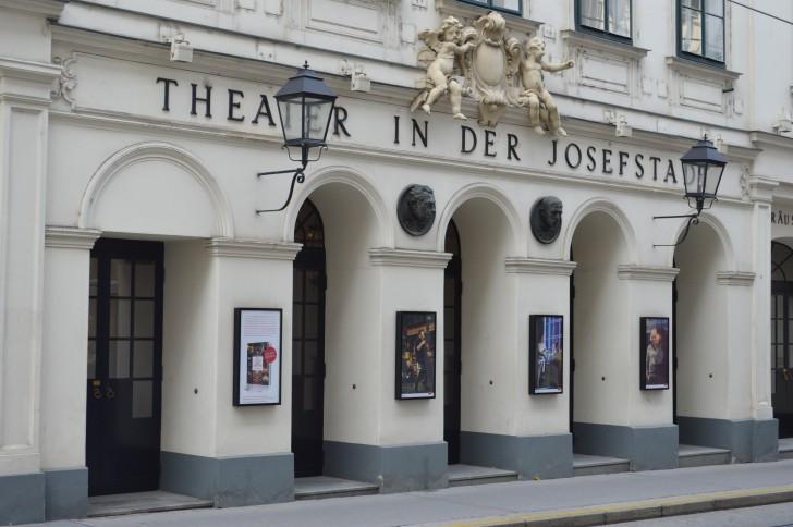 Theater in der Josefstadt seitlich (c) STADTBEKANNT Binder