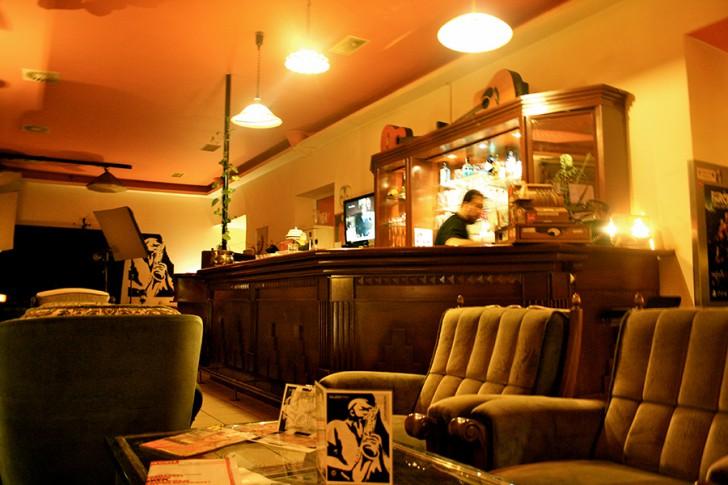 Quentin's Kaffeebar Tresen (c) STADTBEKANNT Nohl