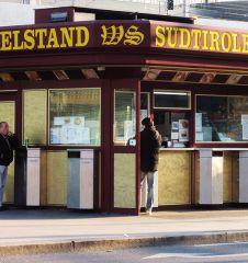 Würstelstand Südtirolerplatz (c) STADTBEKANNT Mallmann