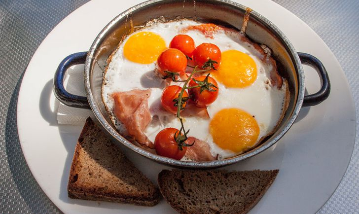 Halle Cafe Restaurant Frühstück Ham Eggs (c) STADTBEKANNT