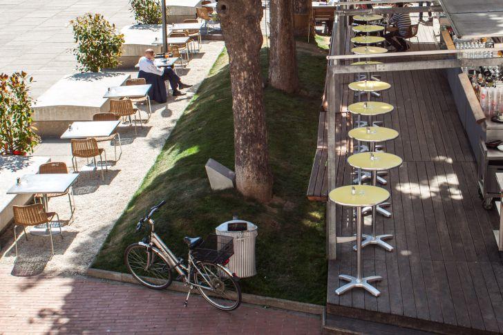 Halle Cafe Restaurant Schanigarten Hof MQ (c) STADTBEKANNT