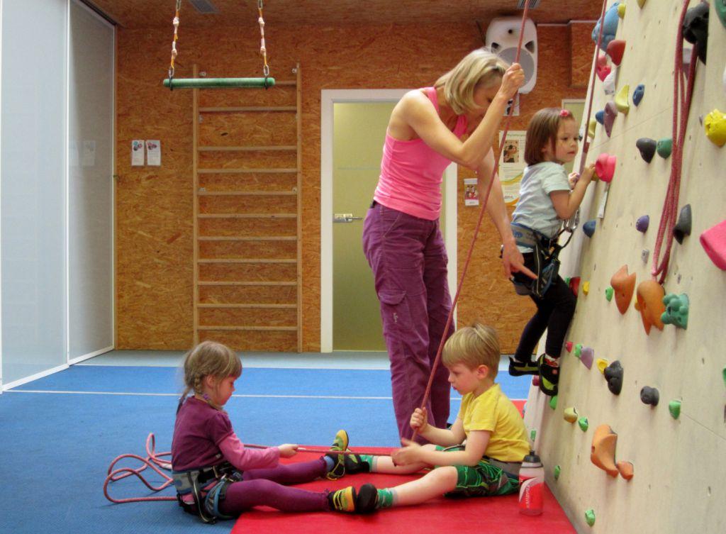Kletterhalle Marswiese Kinderkurs 4 (c) STADTBEKANNT
