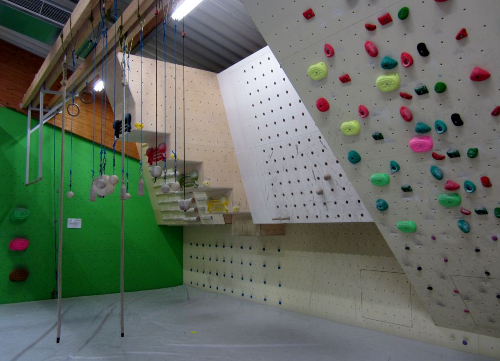 Kletterhalle Marswiese Trainingsbereich Übersicht (c) STADTBEKANNT